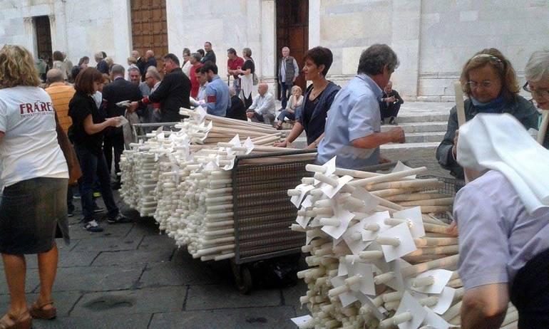 Lucca-anche-profughi-e-migranti-alla-Luminara_articleimage